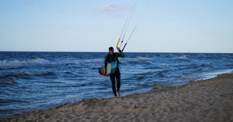 Sztuka latania na wodzie czyli kitesurfing